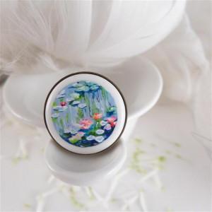 Nenufary Claude Monet, Porcelanowy pierścionek