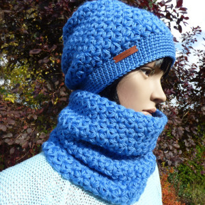 Niebieska czapka i komin