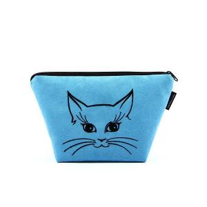 Niebieska kosmetyczka z czarnym wyszytym kotkiem