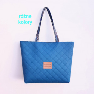 Niebieska torebka z pikowanej eko skóry