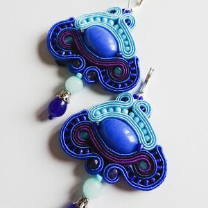 Niebieskie kolczyki z dodatkiem fioletu