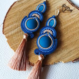 Niebiesko-beżowe kolczyki z chwostem