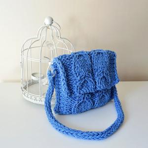 Niebiesko-błękitna torebka z warkoczem, kopertówka