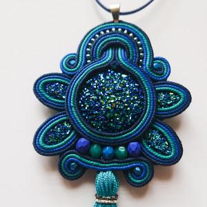 Niebiesko-turkusowy wisior z żywicą