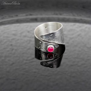 Obrączka srebrna z różowym agatem