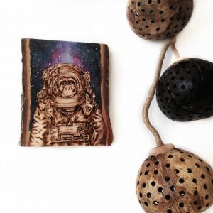 Obraz wypalany w drewnie. Akwarela.Małpa.Kosmos