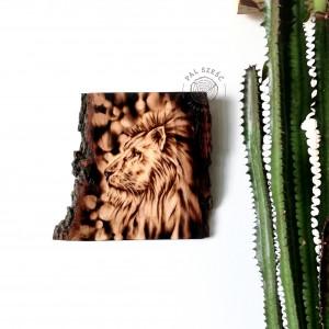 Obraz wypalony w drewnie. Lew. Pirografia