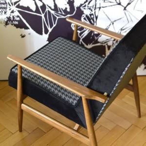 Odnowiony fotel PRL - H. Lis  - Czarny Gentleman