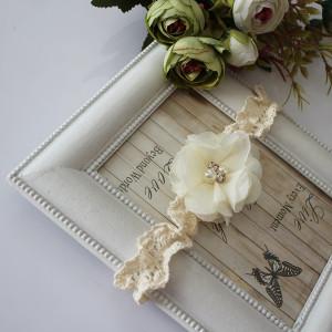 Opaska kwiatuszek ecru cyrkonie koronka chrzest
