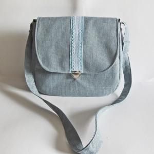 Pastelowa błękitna romantyczna torebka listonoszka