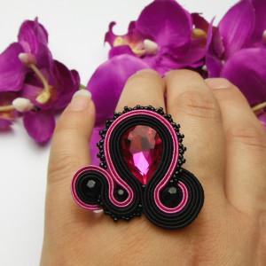 Pierścionek kryształowy amarantowy czarny fuksja