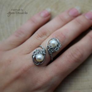 Pierścionek regulowany z perłami
