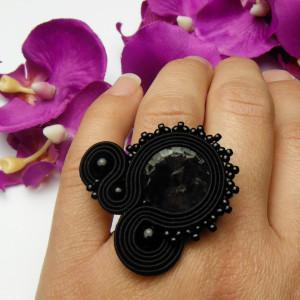 Pierścionek soutache sutasz czarny kryształowy