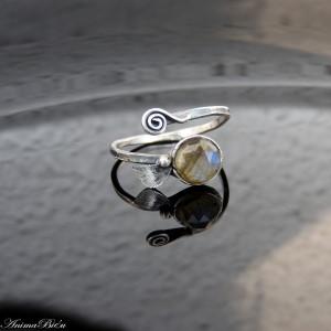 Pierścionek srebrny listek z labradorytem