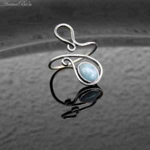 Pierścionek srebrny z akwamarynem zawijas