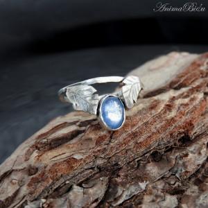 Pierścionek srebrny z kyanitem