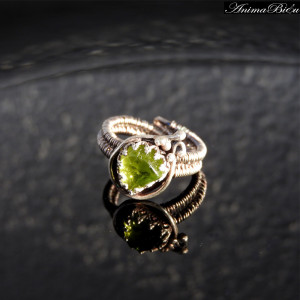 Pierścionek srebrny z oliwinem