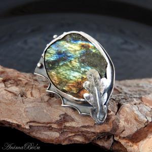 Pierścionek srebrny ze surowym labradorytem