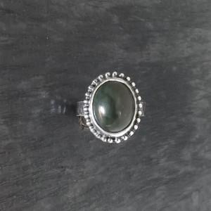 Pierścionek z nefrytem rozmiar 18