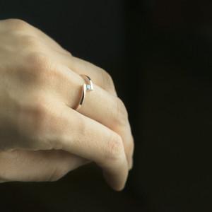 Pierścionek z różowego złota z diamentem