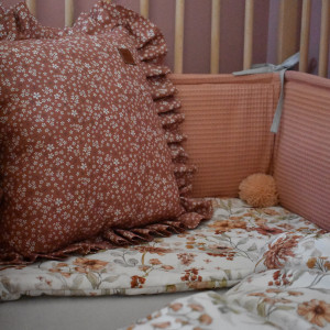 Poduszka z falbanką kwiatki ceglasty