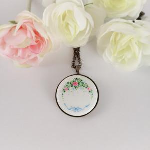 Porcelanowy naszyjnik Róże