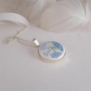Porcelanowy naszyjnik w niebieskie kwiatki  1