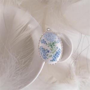 Porcelanowy naszyjnik w niebieskie kwiatki, srebro