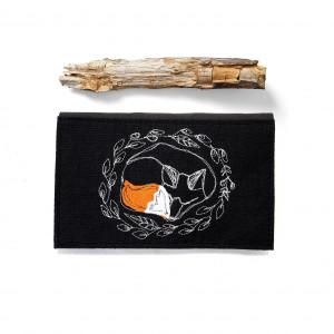 portfel - śpiący lis czarny