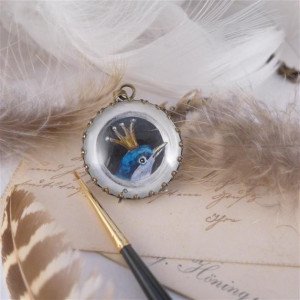 Ptak w koronie, ręcznie malowany