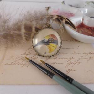 Ptak, żołna. Ręcznie malowany naszyjnik, miniatura