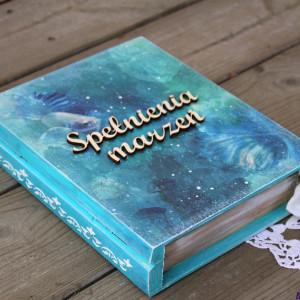 Pudełko w kształcie książki