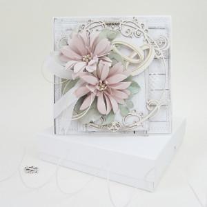 Pudrowy róż - w pudełku