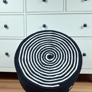 Puf czarno-biały, większy, na piance tapicerskiej