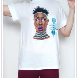 Ręcznie malowana koszulka Drag Queen Shea Couleé