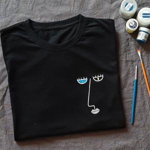 Ręcznie malowana koszulka unisex twarz minimalizm