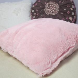 Różowa puszysta poszewka na poduszkę NA ZAMÓWIENIE
