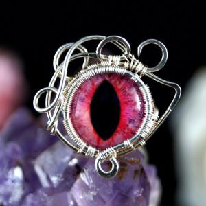 Różowe oko, srebrny pierścionek ręcznie wykonany