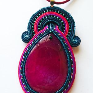 Różowo-turkusowy wisior z agatem