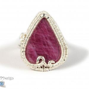 Rubin, Srebrny pierścionek z rubinem, regulowany.