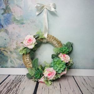 Rustykalny wianek róż, zieleń, sukulenty