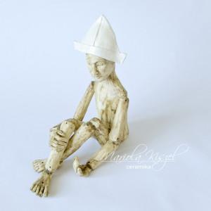 Rzeźba ceramiczna marionetka