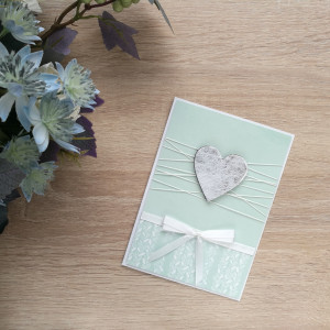 Seledynowa kartka srebrne serduszko
