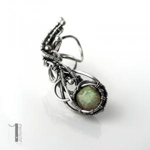 Selene - srebrna nausznica z labradorytem