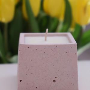 Sojowa świeca zapachowa od More Form Rose