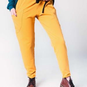 Spodnie damskie dresowe w kolorze musztardowym