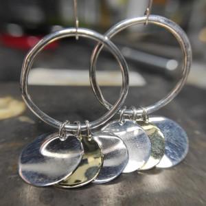 Srebrne kolczyki z okrągłymi blaszkami