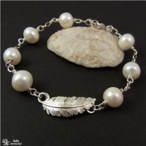 Srebrne piórko w perłach