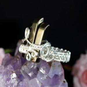 Srebrny pierścionek z hematytem złotym