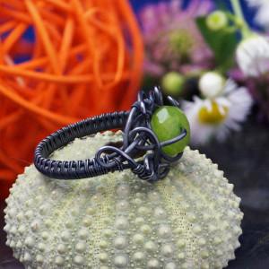 Srebrny pierścionek z jadeitem zielonym